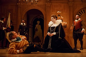Mark Rylance as Richard III, Samuel Barnett as Queen Elizabeth, background Peter Hamilton Dyer as Catesby, Jethro Skinner as guard,  John Paul Connolly as Ratcliff.